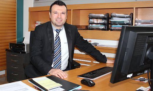 Michael Holzer ist als Amtsdirektor Ansprechpartner für Bürgermeister, Gemeindemandatare und alle Bürger