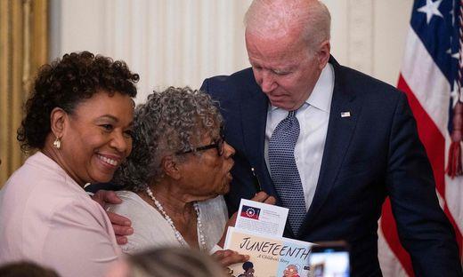 US-Präsident Biden mit den Nachkommen von Sklaven