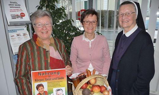 Machen gemeinsame gesunde Sache: Erna Perner, Johanna Marbler und Schwester Magda Schmidt