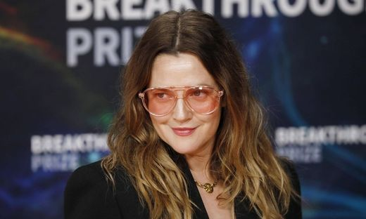 MOUNTAIN VIEW, CALIFORNIA - NOVEMBER 03: Drew Barrymore attends the 2020 Breakthrough Prize Ceremony at NASA Ames Resea