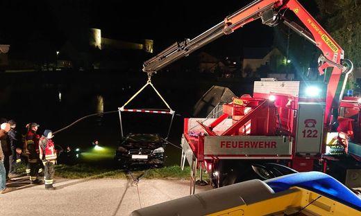 Pensionist mit Auto in Waldviertler Teich versunken