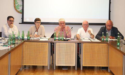 Finanz-Stadtrat Christian Füller, 1. Vizebürgermeisterin Elke Florian, Bürgermeister Hannes Dolleschall, 2. Vizebürgermeister Erich Koroschetz, Stadtrat Peter Wober