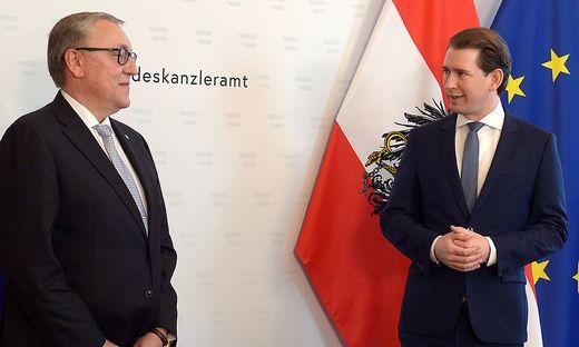 Kanzler Sebastian Kurz mit dem russischen Botschafter Dmitri Ljubinski
