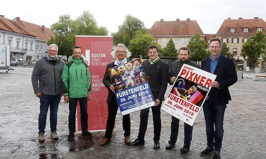 Markus Jahn (2.v.r.) holt erfolgreiche Musiker nach Fürstenfeld