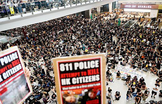 Warten am Hongkonger Flughafen