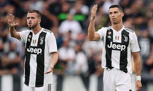 Miralem Pjanic (links) ist Markenbotschafter des Deals zwischen Konami und Juventus Turin. Rechts: Juve-Star Cristiano Ronaldo