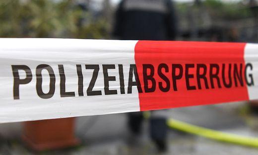 ++ THEMENBILD ++ EINSATZKR�FTE / POLIZEI / POLIZEIABSPERRUNG