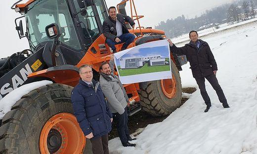Die Initiatoren luden am Montag zur Präsentation ihre Projektes: Von links: Bürgermeister Martin Kulmer, Paul Kral, Gernot Kokal und Mario Krumlacher