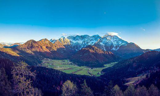 Das malerische Jezersko ist von Bergen umgeben