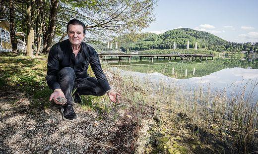 Hotelier Heinz Anton Marolt auf seinem Grundstück. Er verfügt über 550 Betten am Klopeiner See