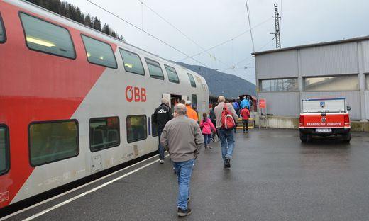Wegen starken Schneefalls ist am Donnerstag der Betrieb der Autoschleuse Tauernbahn eingestellt worden