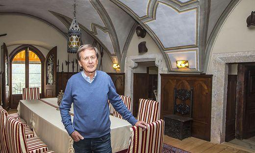Maximilian Stingl im beeindruckenden Rittersaal von Burg Mannsberg