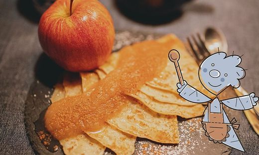 Palatschinken mit Apfelmus