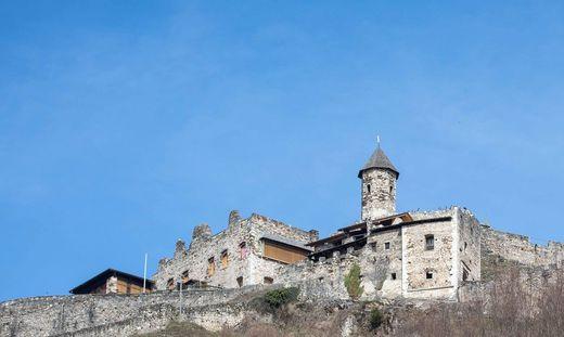 Die Burg Landskron im Sonnenschein