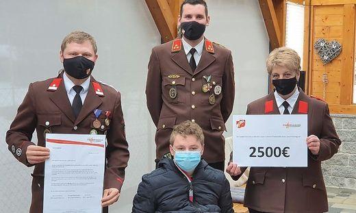 Insgesamt 3500 Euro übergab die Feuerwehr Fohnsdorf, mehr als 2000 Euro davon kamen aus Spenden der einheimischen Bevölkerung zusammen