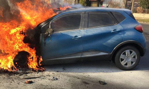 Plötzlich brach im Motorraum ein Brand aus. (Archibvild)