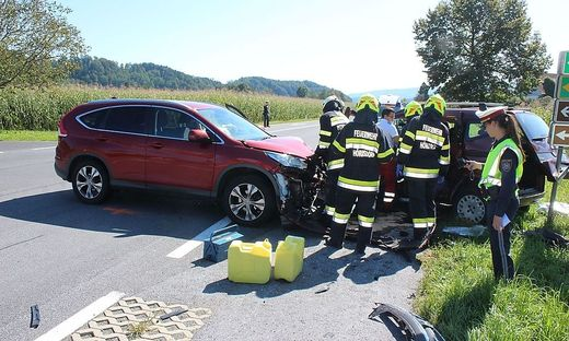 Die Feuerwehren Pitschgau-Haselbach und Hörmsdorf beim Unfalleinsatz