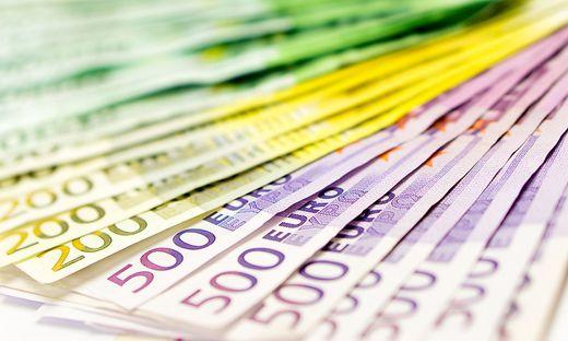 Geldscheine als Faecher Widescreen / Euroscheine im Close-Up