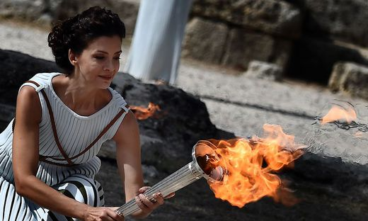 Olympisches Feuer für Winterspiele entzündet
