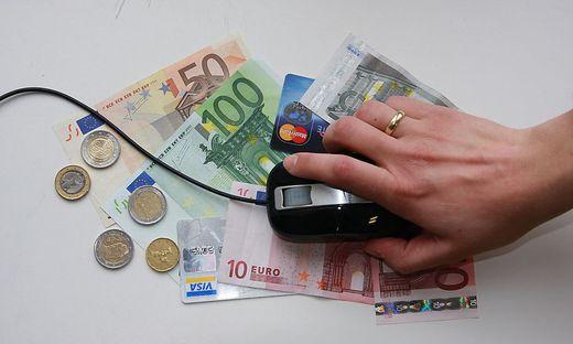 Geld Internet Internetbetrug Betrug Scheine Geldscheine Maus Internet