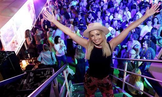 Shootingstar Julia Buchner unterhielt die Gäste auf den Partyschiffen musikalisch