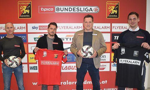 Jochen Seuling (Leiter Strategie und Entwicklung Flyeralarm), Marcel Ketelaer (Sportdirektor), Andreas Herzog (Trainer) und Thomas Drabek (Geschäftsführer)