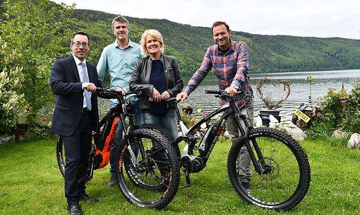 Markus Malle, Marc Schneider, Maria Theresia Wilhelm und Peter Wrolich am Millstätter See