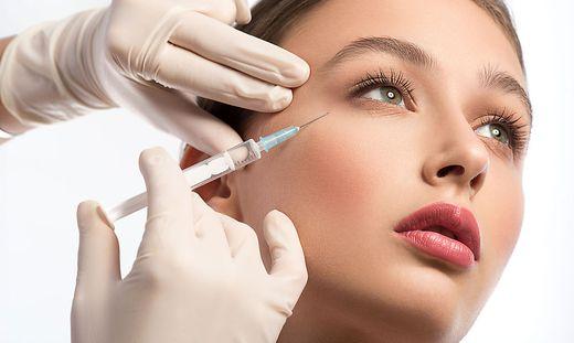 Schätzungen der britischen Regierung zufolge wurden 2020 bis zu 41.000 Botox-Behandlungen bei unter 18-Jährigen in England durchgeführt