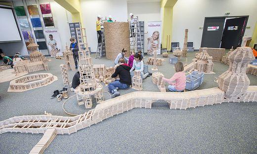Die Kinder können ihre eigenen Bauwerke realisieren