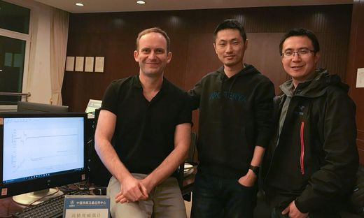 "Finale in China: Andreas Pollinger mit Bingjun Cheng und Bin Zhou vom ""National Space Science Center"" in China"