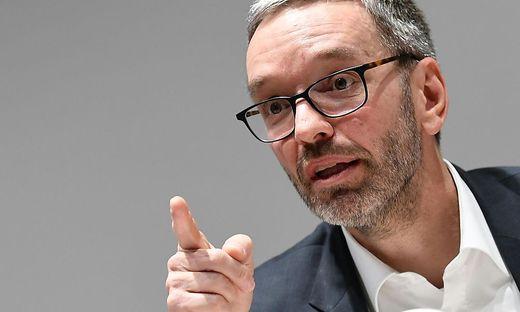 PK FPOe NIEDEROeSTERREICH 'SICHERHEIT IN DER STADT WIENER NEUSTADT': KICKL