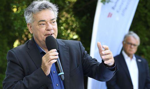 """Sportminister Werner Kogler und Sport-Austria-Präsident Hans Niessl stellten am Montag den """"Sportbonus"""" vor."""