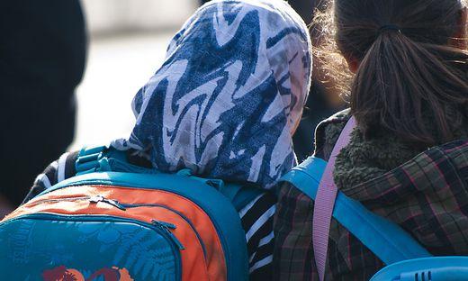 Schon kleinste Mädchen trugen in den radikalen Grazer Verein Kopftuch.