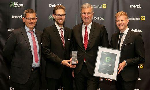 HIRSCH Servo-CEO Harald Kogler (2. von rechts) mit  Mitarbeitern Thomas Kandolf und Markus Kraft sowie Deloitte -Partner Wolfgang Wurm