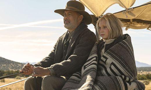 """Helene Zengel an der Seite von Tom Hanks im Film """"Neues aus der Welt"""""""