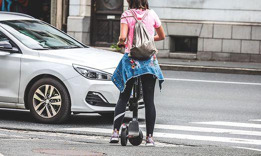 Die E-Scooter-Lenkerin war auf einem Geh- und Radweg unterwegs (Sujetbild)
