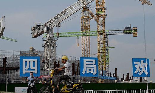Der chinesische Baukonzern Evergrande will Anlager beruhigen. Nun hängt alles von der Entscheidung der Zentralregierung in Peking ab