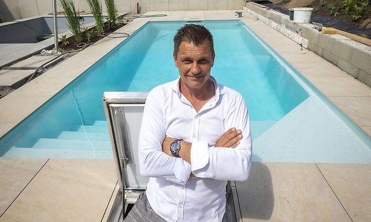 Joachim Onzek, Pool, Swimmingpool