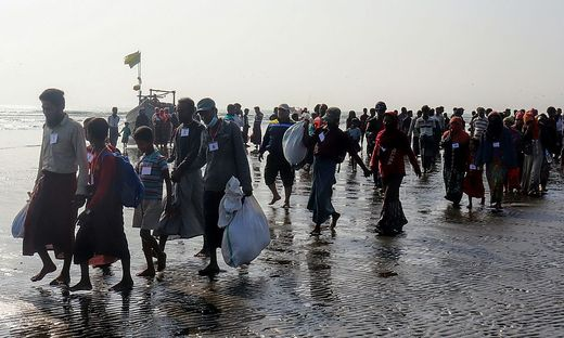 Unter den Bootsinsassen waren den Angaben zufolge etwa 90 Frauen und acht Kinder.