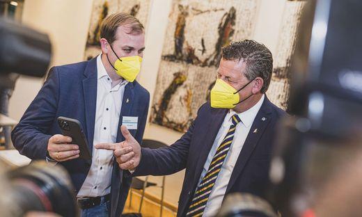 Klubobmann Patrick Jonke und Bürgermeister Christian Scheider (Team Kärnten)