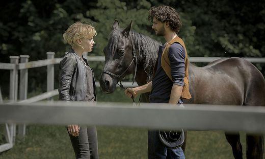 Raphael (Aaron Karl) und Alexandra (Julia Richter)