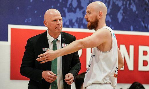 Kapfenberg-Trainer Mike Coffin mit Point Guard Thomas Schreiner
