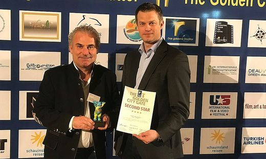 Markus Strutz von der Tourismusregion Klagenfurt am Wörthersee und Geschäftsführer Bernhard Winkler (pixelpoint multimedia) nahmen den Preis entgegen