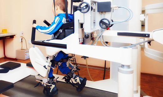 Roboter helfen beim Gehen (Sujet)