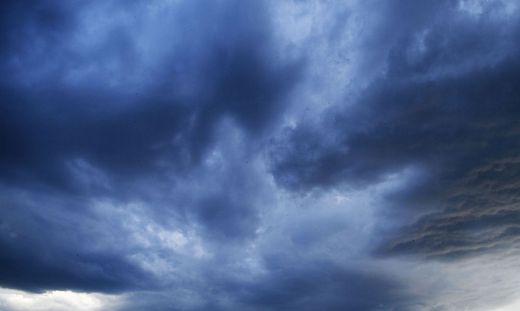 Dunkle Wolken ziehen über die Region