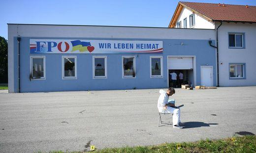Untersuchungen nach dem Brandanschlag auf FPÖ-Zentrale in Niederösterreich