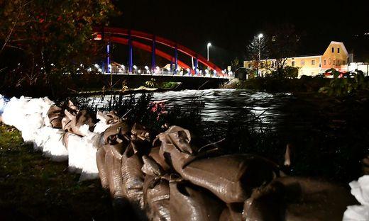 In Möllbrücke wurde ein Schutzwall errichtet