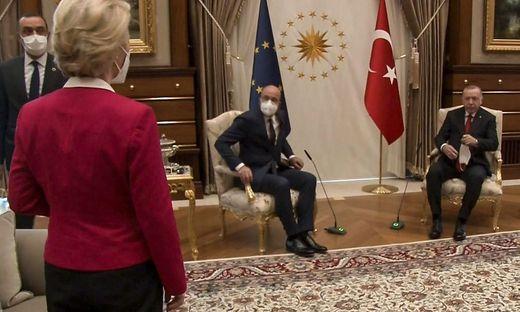 Männer unter sich: Ursula von der Leyen blieb in Ankara ein Sitzplatz neben Präsident Erdogan verwehrt