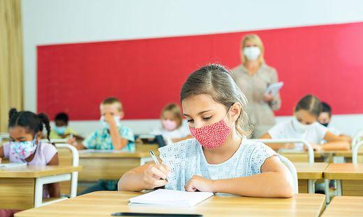 Mit den richtigen Maßnahmen, sollte Präsenzunterricht wieder möglich sein, fordert die ÖGKJ.