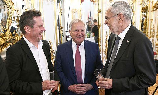 Teamchef Werner Gregoritsch, ÖFB-Präsident Leo Windtner und Bundespräsident Alexander Van der Bellen (v. l.)